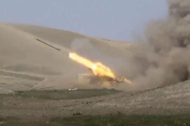 Вірменія і Азербайджан продовжують бойові дії: десятки загиблих і поранених