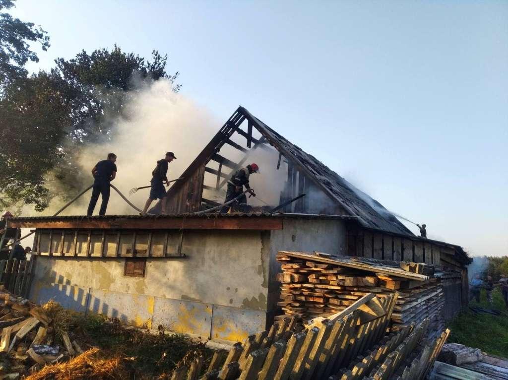 Через пустощі з вогнем на Волині згоріла господарська споруда