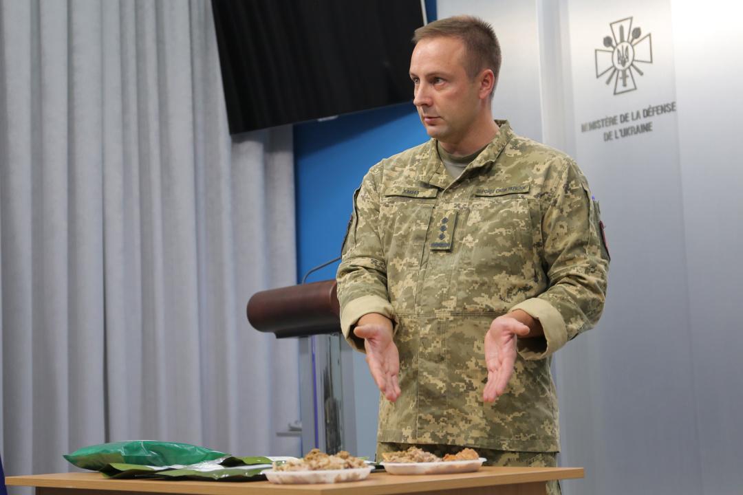 Більше м'яса, печиво і мед: для військових розробили новий сухпайок