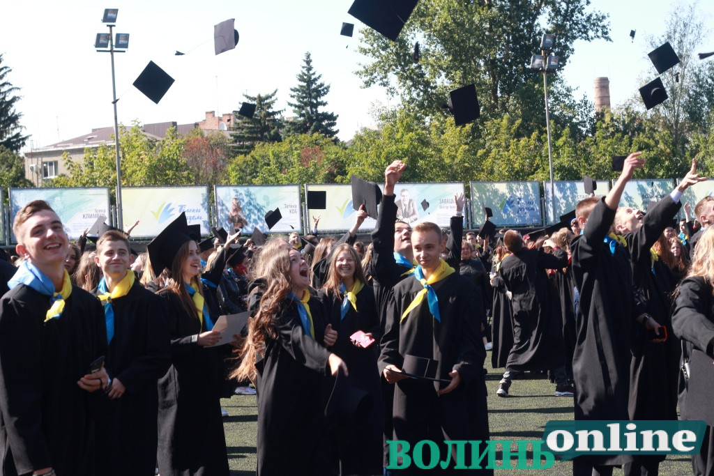 Майбутні міністри, науковці та бізнесмени: у найбільшому університеті Волині вітали першокурсників