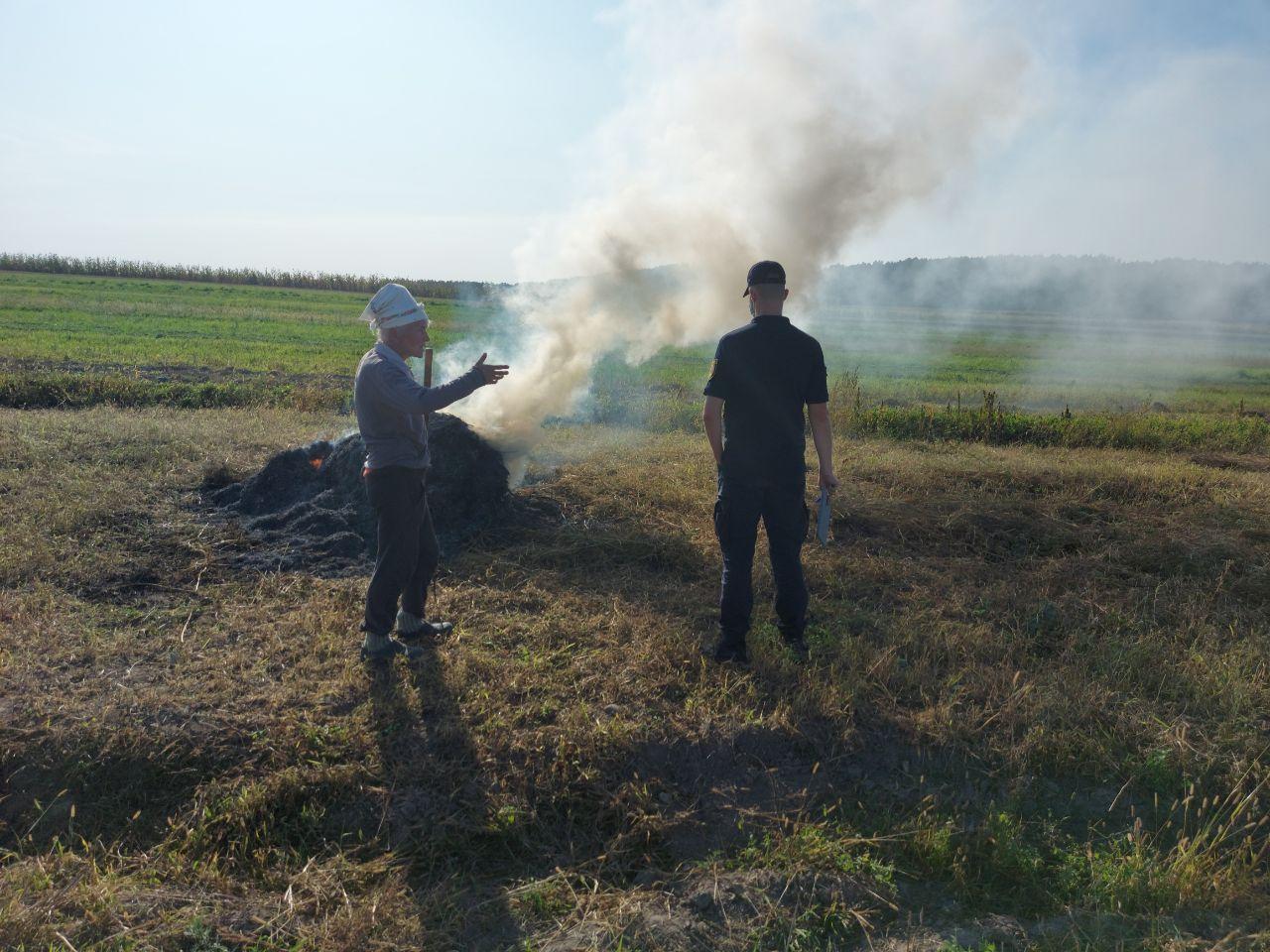 Волинян продовжують штрафувати за спалення трави