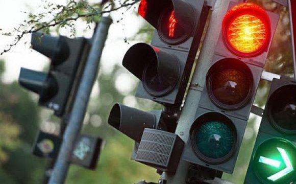 На перехресті двох вулиць у Луцьку встановлять світлофор за понад 800 тисяч