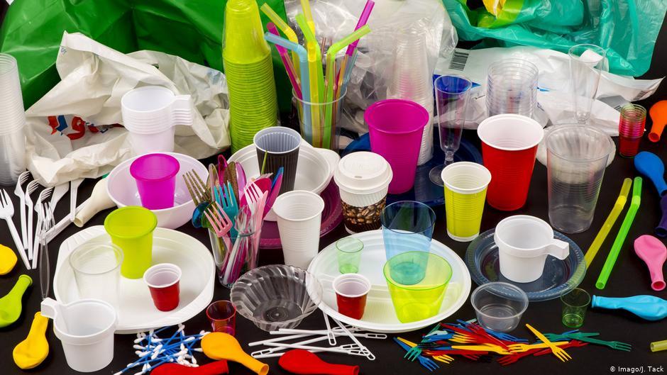 Німеччина заборонить низку одноразових пластикових виробів до середини 2021 року
