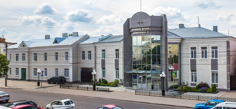 Суд вирішив не скасовувати рішення виконкому Луцькради про демонтаж низки тимчасових споруд «Центрального» ринку