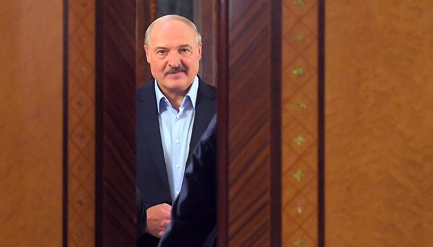 Лукашенко визнає, що перебуває при владі надто довго