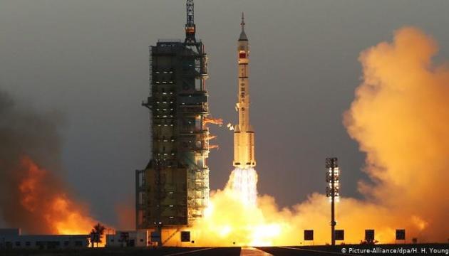Китайський космічний шатл успішно повернувся на Землю