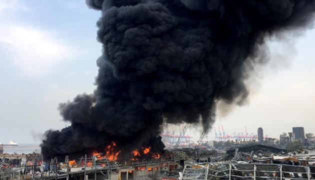 У порту Бейрута спалахнула масштабна пожежа