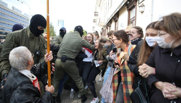 Правозахисники нарахували понад 300 затриманих під час протестів у Мінську