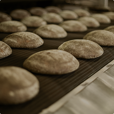 Курити чи їсти: у віддаленому мікрорайоні Луцька вирішили замінити кіоск з хлібом на кіоск з тютюном