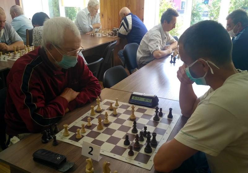 У місті на Волині змагалися найстаріші шахісти