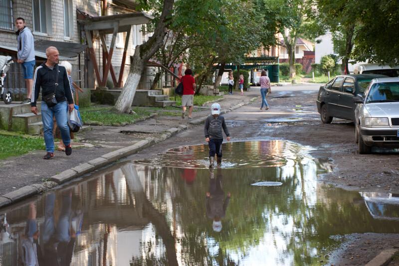 У Луцьку обговорили ремонт прибудинкової території на проспекті Відродження