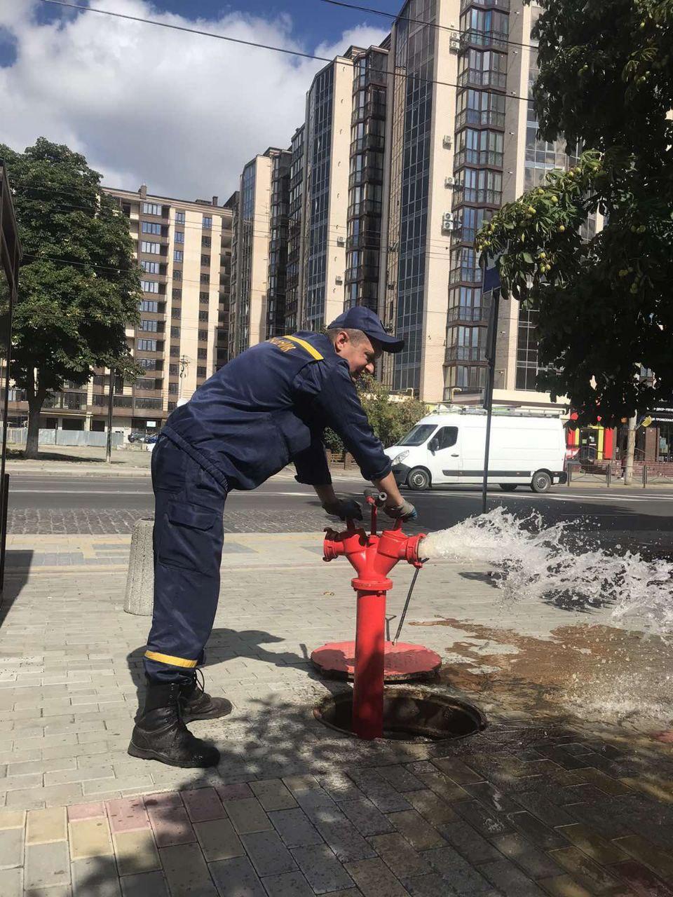 У Луцьку перевірили справність пожежних гідрантів