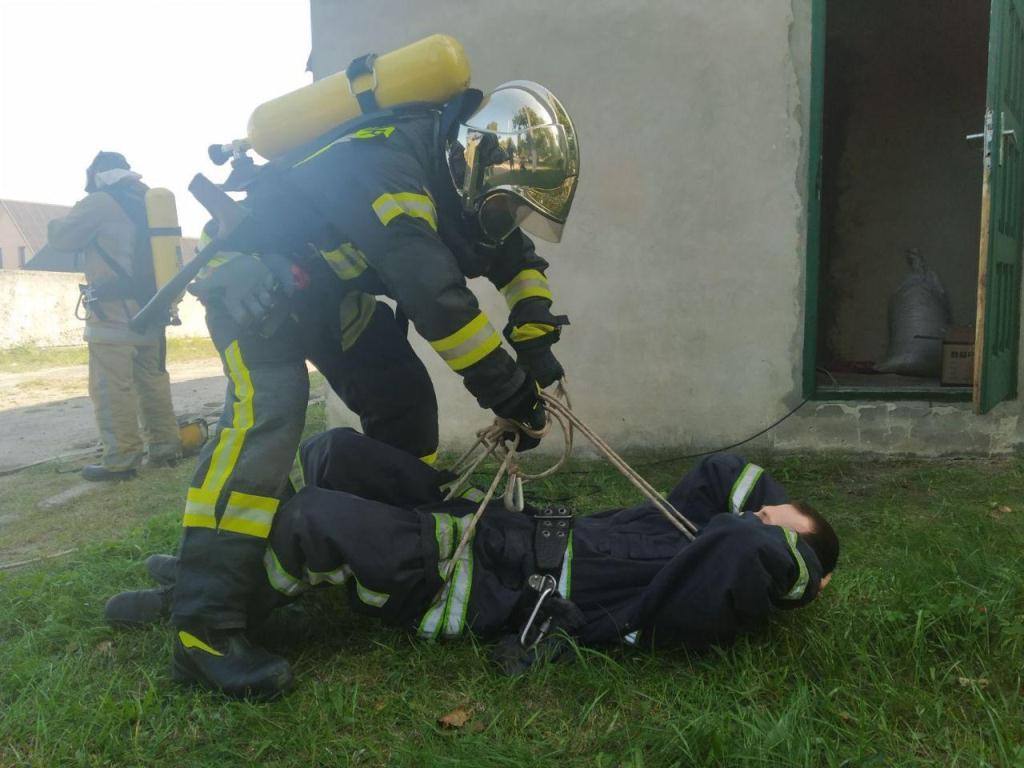 Волинські рятувальники тренувалися рятувати людей під час пожеж