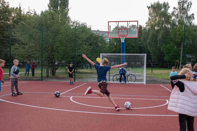 У Луцьку відкрили новий спортивний майданчик