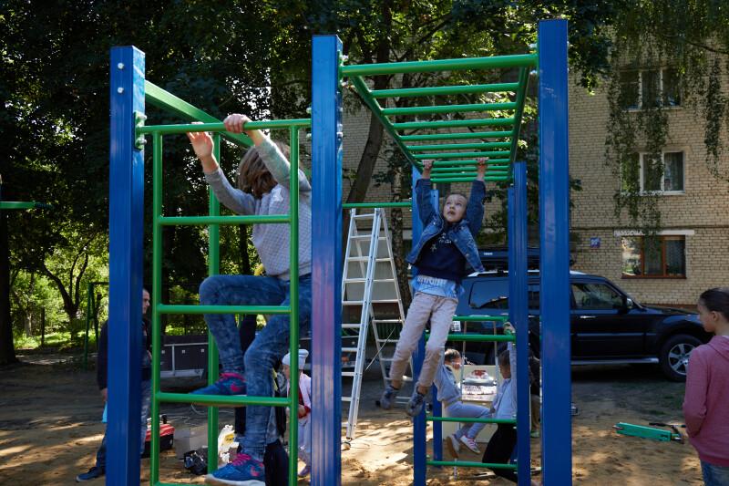 У Луцьку відкрили новий сучасний спортивний майданчик