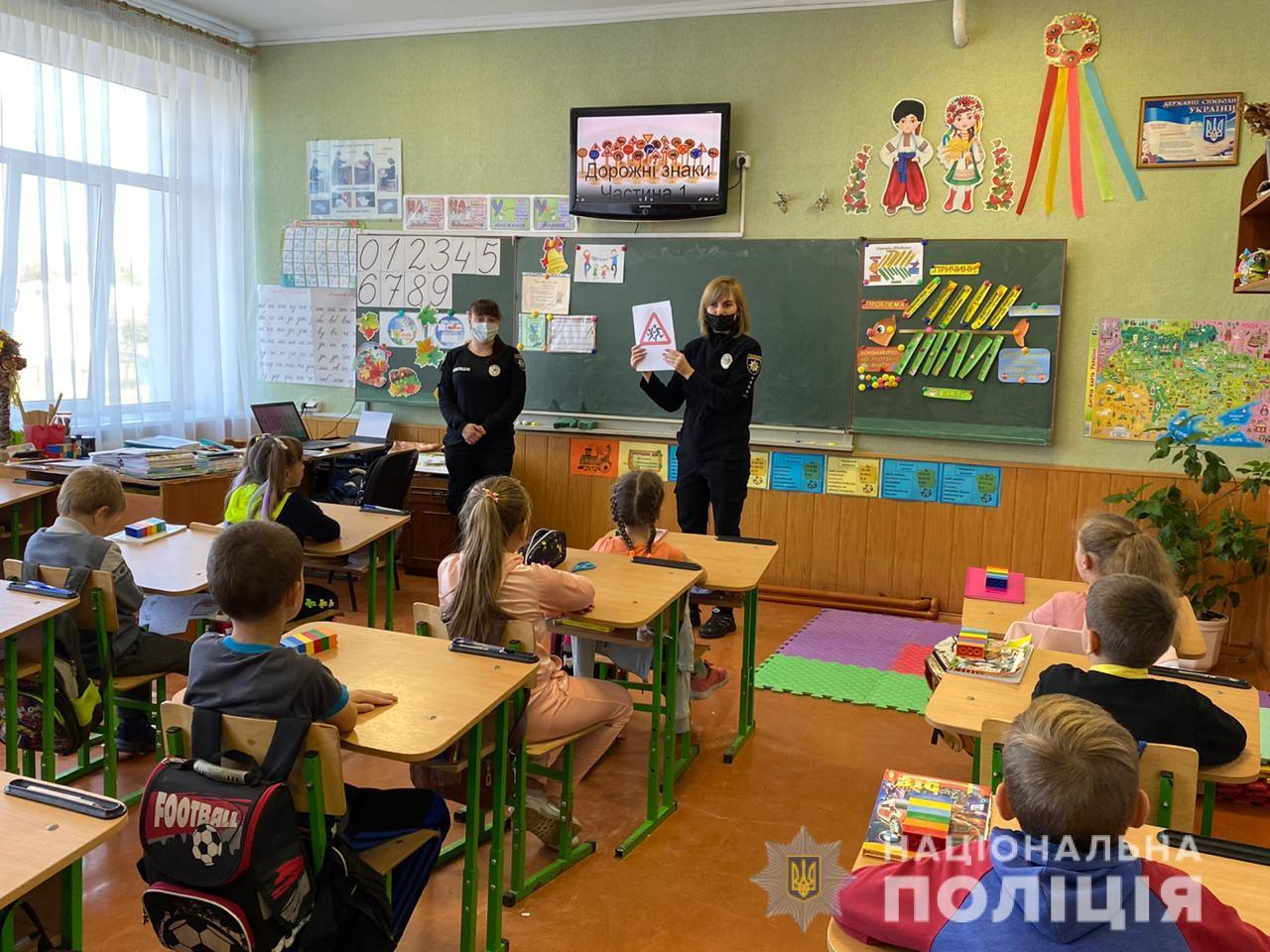 Правоохоронці Турійщини навчають дітей правил безпеки дорожнього руху, граючись
