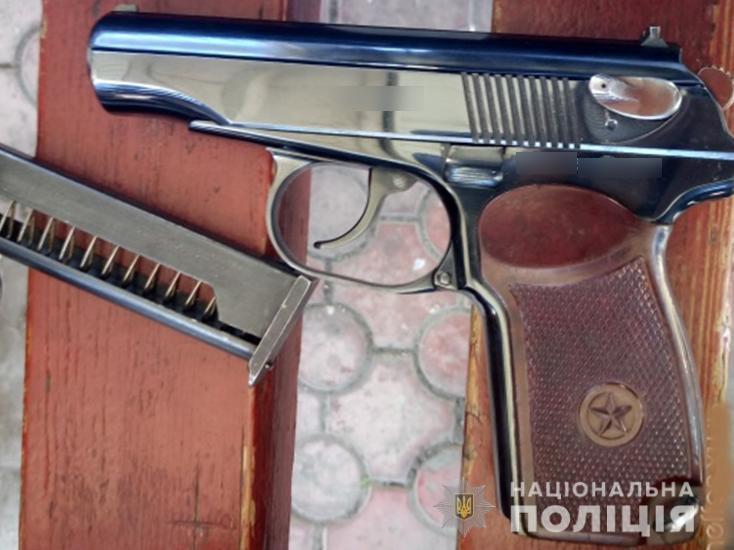 У Луцьку поліція викрила викрадача зброї