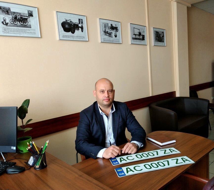 Сервісні центри МВС Волині розпочали видачу нових номерних знаків для електрокарів