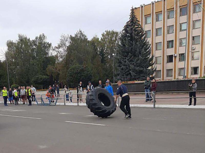 У місті на Волині організували спортивне свято «Козацькі розваги»