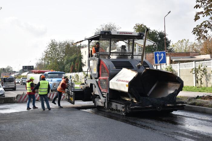 У Луцьку тривають ремонтні роботи на дорогах та у дворах