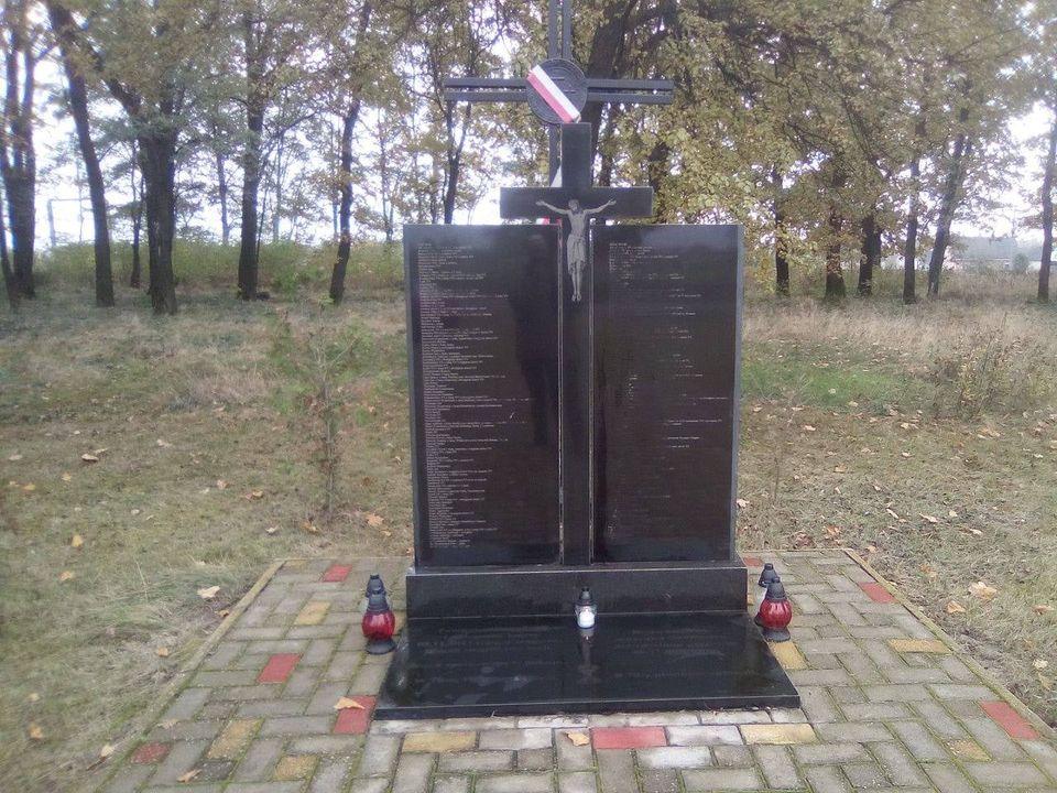 На Волині навели лад на старовинному польському кладовищі
