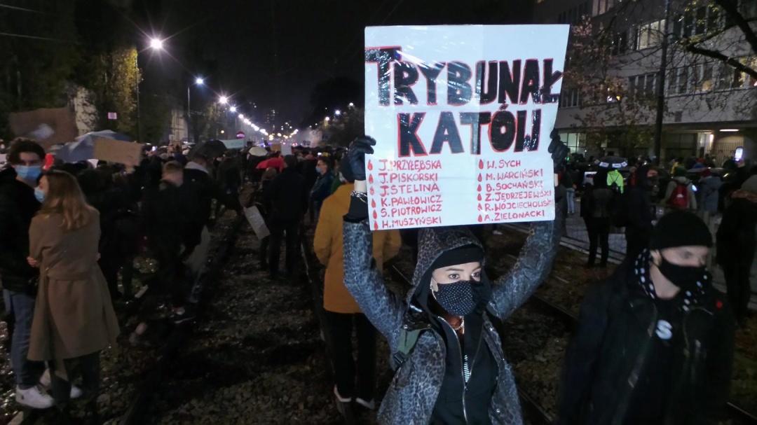 У Польщі проти обмежень на аборти протестували тисячі людей