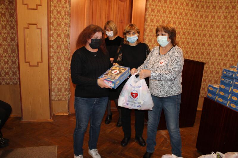 Родинам учасників АТО у Луцьку вручили продуктові набори