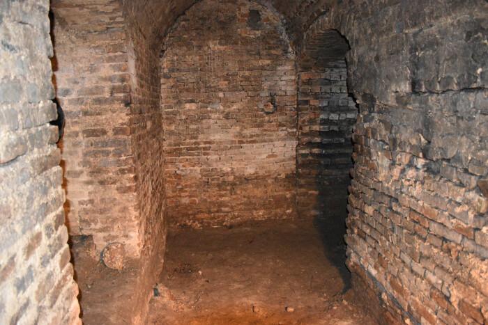 У Старому місті Луцька розкопали невідомі раніше підземелля