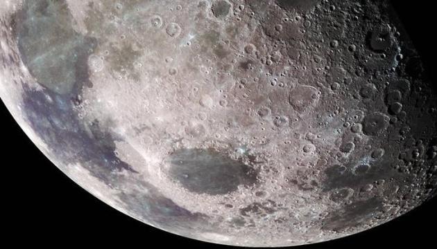 NASA вперше виявило воду на освітленому боці Місяця