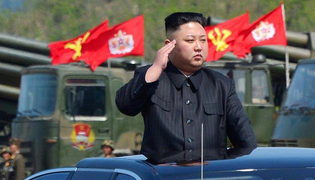 КНДР показала на параді нову балістичну ракету