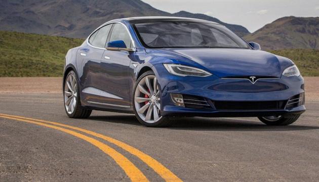 «Tesla» відкликає майже 30 тисяч електрокарів
