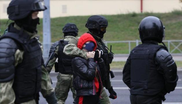 У Мінську силовики стріляють у протестувальників гумовими кулями, є поранений