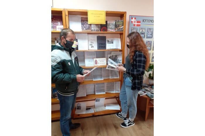 «Шляхами подвигу та слави»: у луцькій бібліотеці відкрили виставку документів