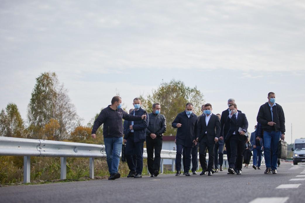 На Волині Зеленський поставив завдання до літа завершити спорудження дороги до Шацьких озер