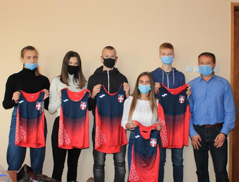 Юним легкоатлетам Нововолинська придбали спортивну форму