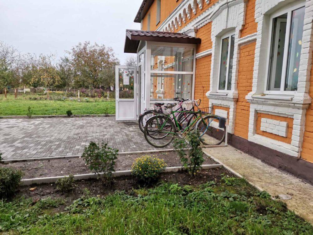 У громаді поблизу Луцька облаштували велопарковку з ініціативи молоді