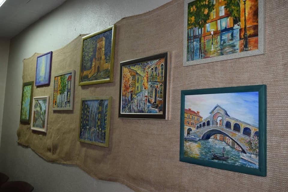 У Луцьку презентували виставку картин самодіяльної художниці з Баєва