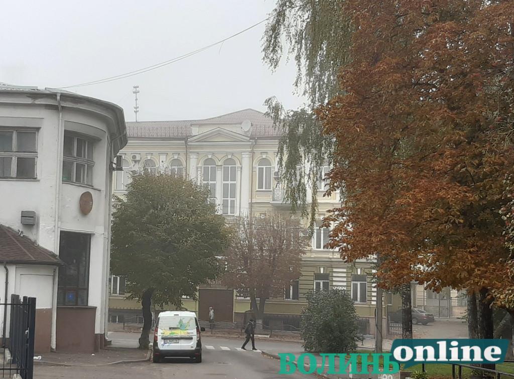 У центрі Луцька реставрують головний корпус обласної прокуратури