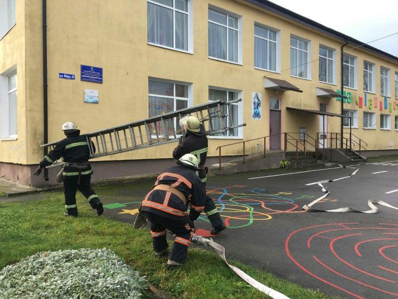 Волинські рятувальники приборкали умовну пожежу у дитсадку