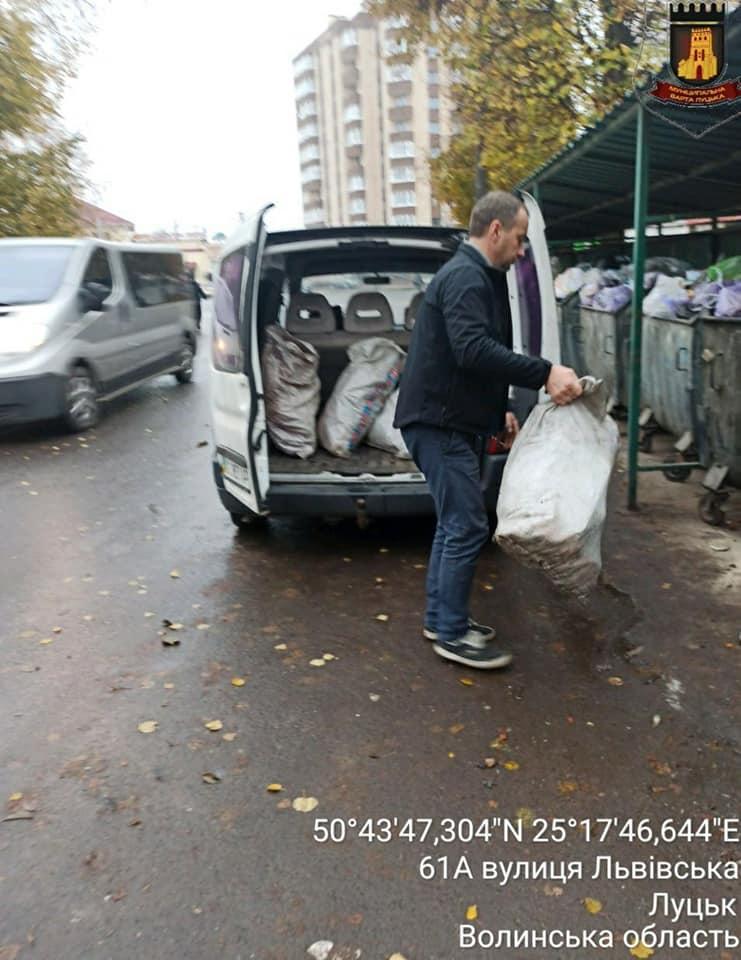 У Луцьку склали протоколи на жителів сіл, які викидали будівельне сміття у контейнери для ТПВ