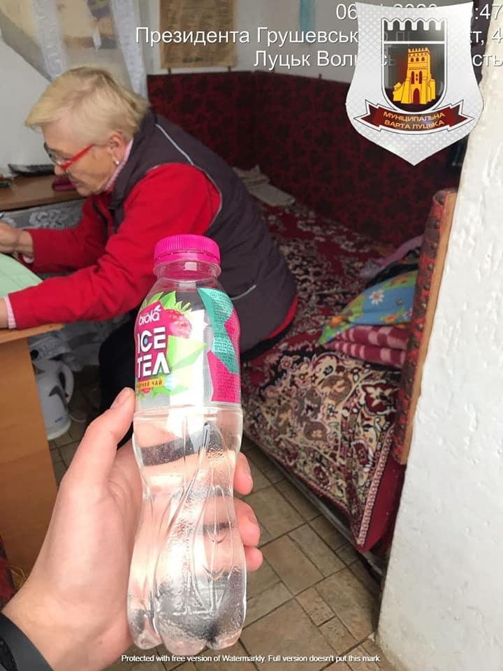 У Луцьку продавали сурогатний алкоголь у службовому приміщенні