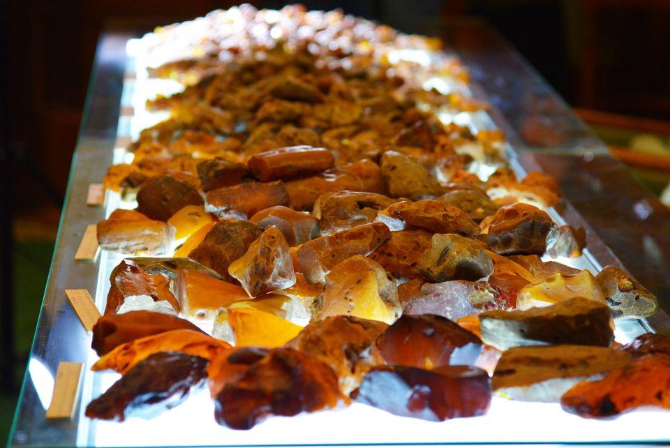 У Волиньраді з аукціону продали понад 230 кілограмів бурштину