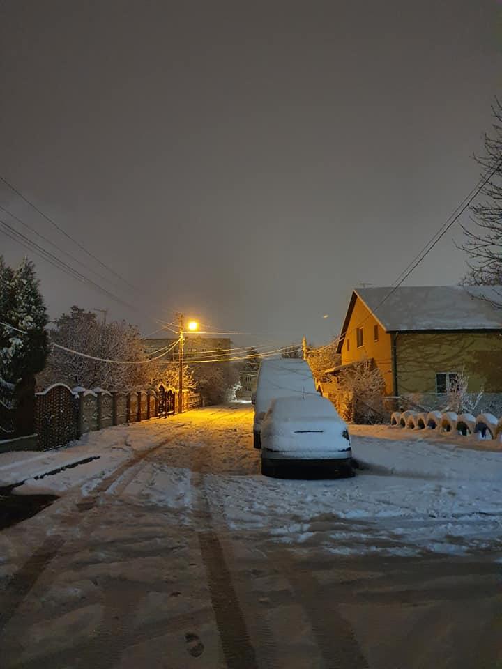 Муніципали просять лучан не паркувати авто вздовж доріг, аби не заважати снігоочисній техніці