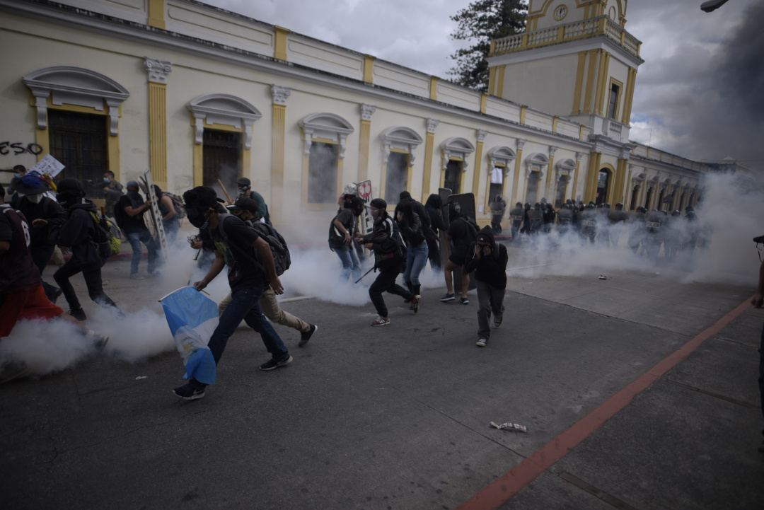 У Гватемалі підпалили парламент через урізання бюджету країни