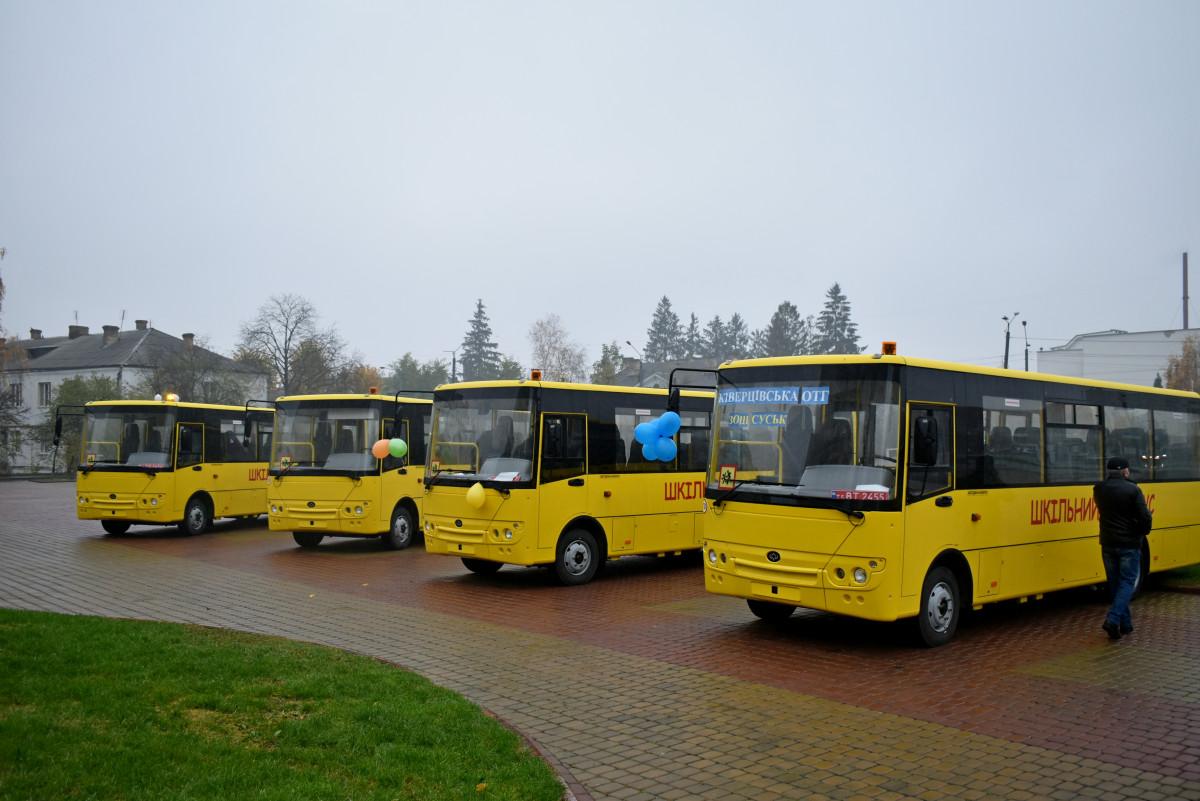 На Волині отримали 17 нових шкільних автобусів