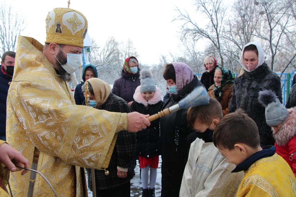 Митрополит Михаїл у селі на Волині молився за подолання пандемії
