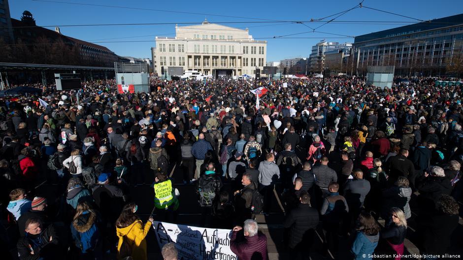 У Лейпцигу сутички між поліцією і учасниками маршу проти коронавірусних обмежень