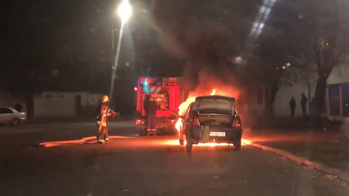 У Луцьку посеред вулиці згоріла автівка