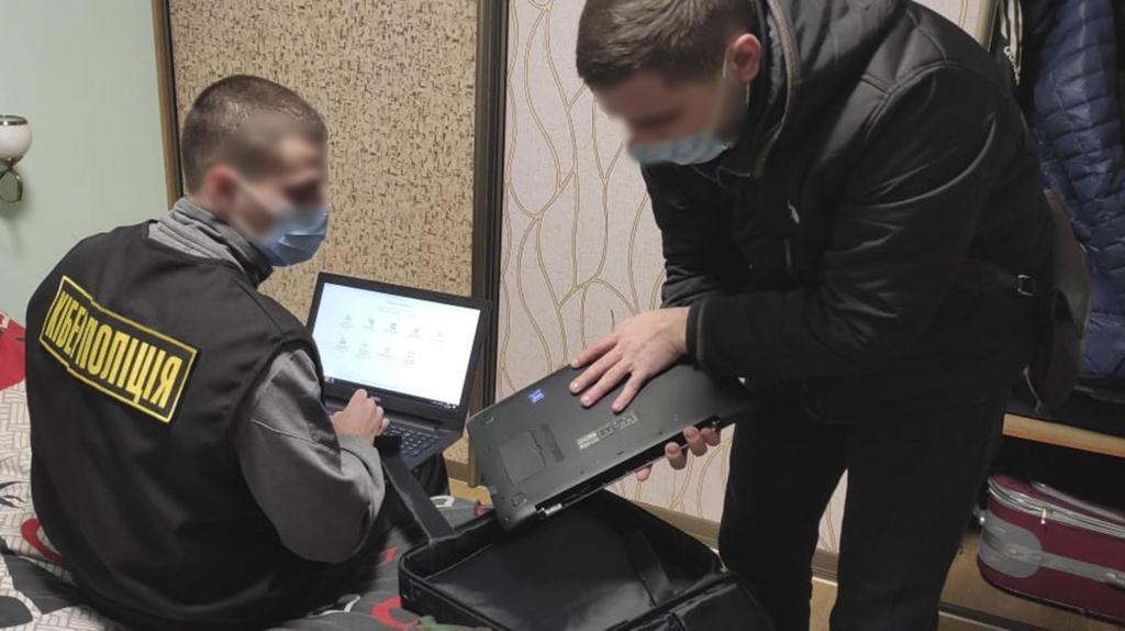 У Луцьку кіберполіція викрила зловмисників, які продавали неіснуючі товари