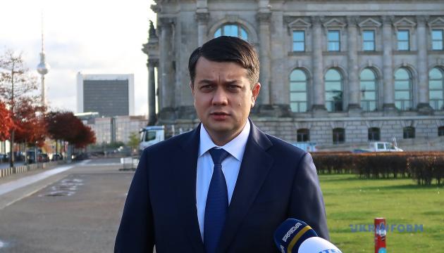 Разумков пояснив, чому важко заборонити політикам мати офіційні контакти з представниками РФ